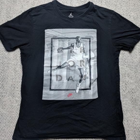 b7890bcdb124fe Jordan Other - Nike Air Jordan Medium Michael Jordan Graphic Tee